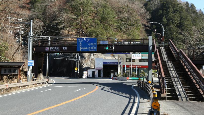 国道19号線から交差点「妻籠宿入口」より国道256号線へ曲がり妻籠宿方面へ車で約12分。