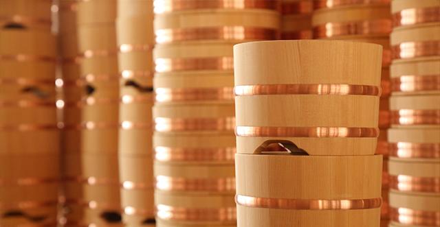 檜風呂・桶・おひつ・樽の製造・販売をしています志水木材産業株式会社は、信州木曽南木曽町という山奥で、木材の製材、檜風呂、寿司桶、おひつ、木製品の製造と販売を行っている会社です。木風呂・おひつ・桶・寿司桶・木製品の製造と販売ならお任せください。木の香りの生きる木製品をこれからも作りつづけていきます。