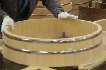 桶の内側もしっかりと研きます。