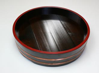 漆塗りの桶