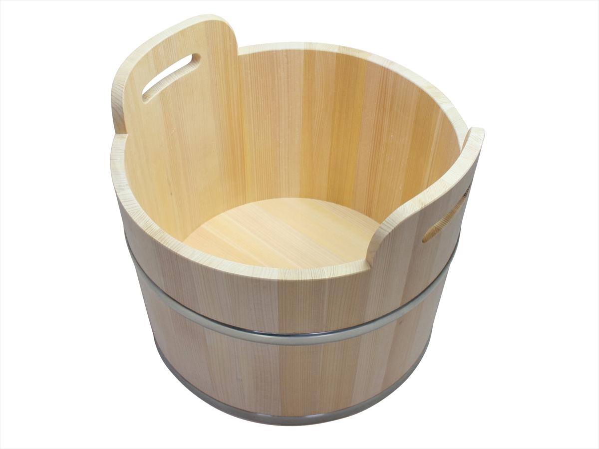 持ち運びも簡単な持ち手付きの足湯桶です。耐久性のある椹(さわら)材を使用しています。木の本来の色を生かし無塗装で仕上げました。