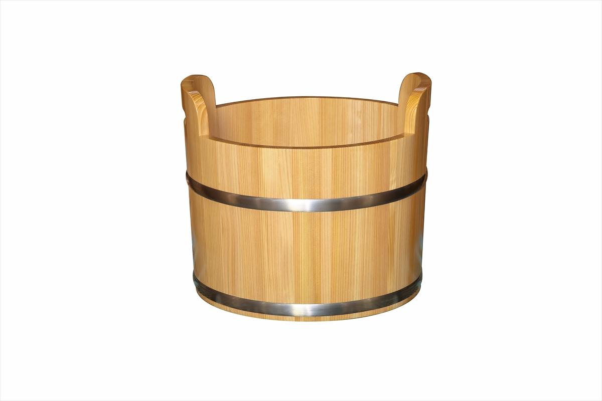 持ち運びも簡単な持ち手付きの足湯桶です。耐久性のある椹(さわら)材を使用しています。ツヤのあるクリア塗装で仕上げました。