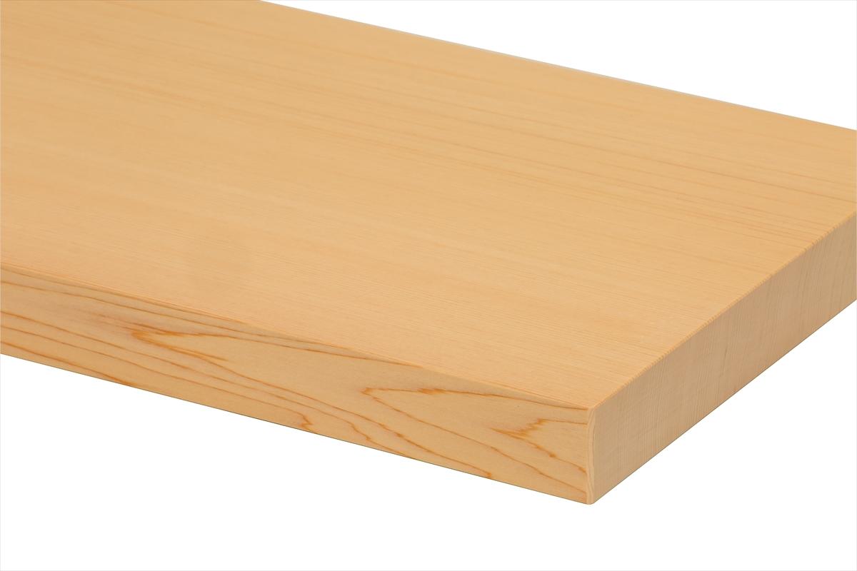 樹齢三百年の木曽檜(ひのき)の一枚板。包丁の刃当たりがよいため使いやすく、檜(ひのき)の強い殺菌力で衛生的です。