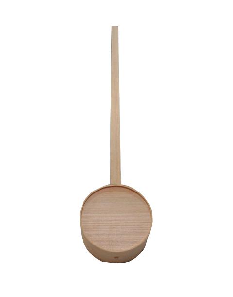 柄杓(ひしゃく)はお墓参り、打ち水などにお使いいただけるほか、神社の手水舎でも使われています。耐久性のある桧で作られています。
