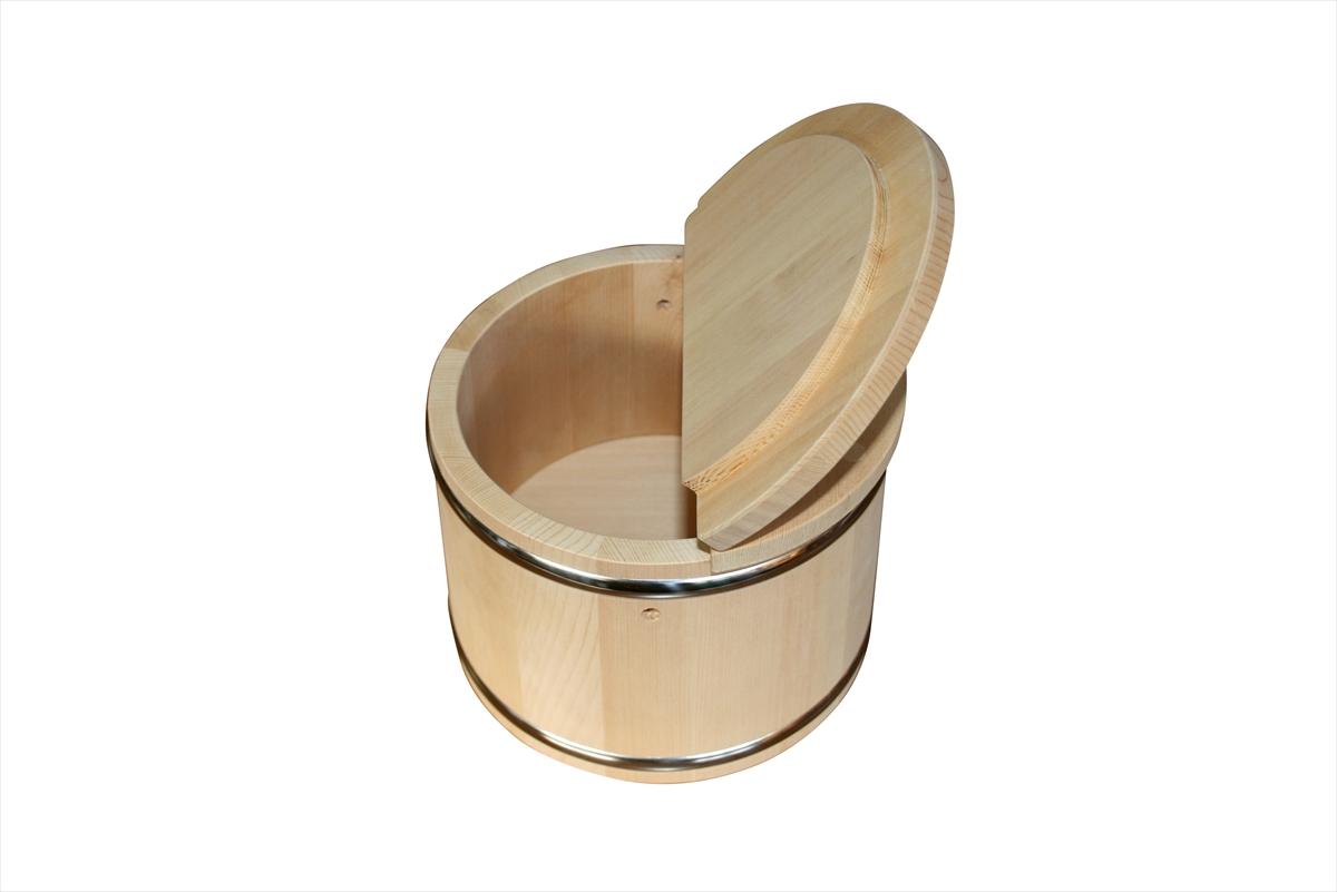 チヌ(クロダイ)釣りの餌となるカニを入れておく桶です。チヌの好物のカニは暑さに弱いので、桶にいれておくと長持ちします。堤防釣りに便利なアイテム、カニ桶にもこだわってみませんか。