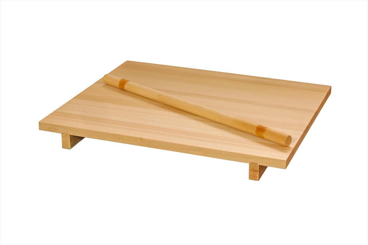 ご家庭でお使いいただくのにちょうどよいサイズ。こんな専用の板があれば気分も引き締まって美味しいお蕎麦ができることでしょう。