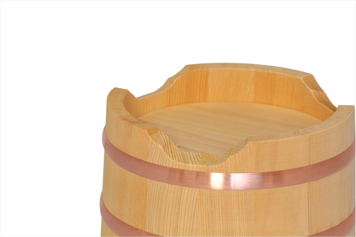木曽産の椹(さわら)でできた江戸おひつ(江戸びつ)18cm(6寸)です。2~4人の小人数にちょうど良い約3合サイズ。
