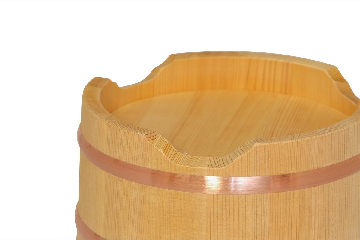 木曽産の椹(さわら)でできたおひつです。ご家庭にちょうど良いサイズです。約3人~6人分