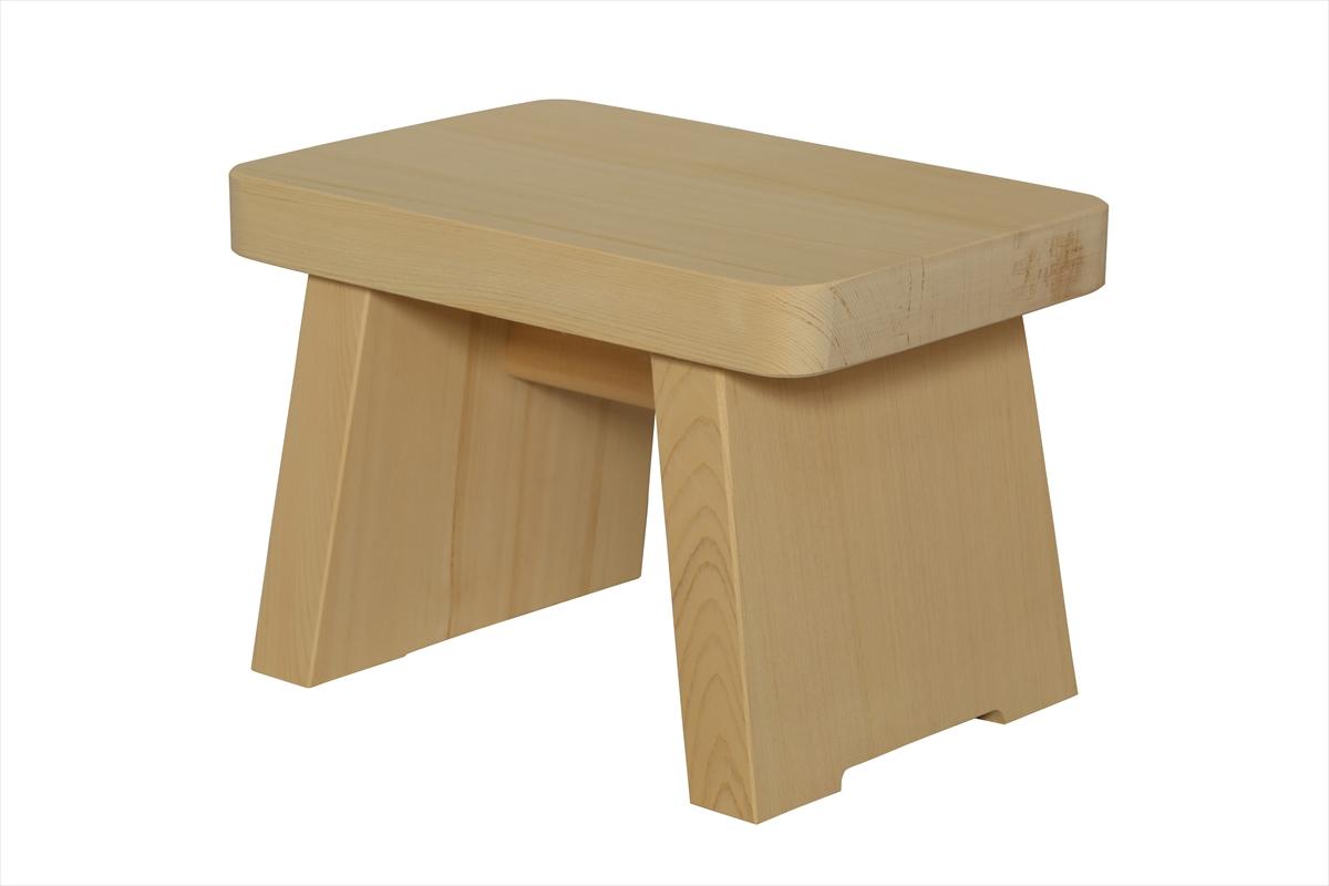 多くの旅館、ホテル、浴場等でご利用いただいている木製椅子です。材質は水に強く、高級感のある檜(ひのき)製。お子様にちょうど良いサイズです。