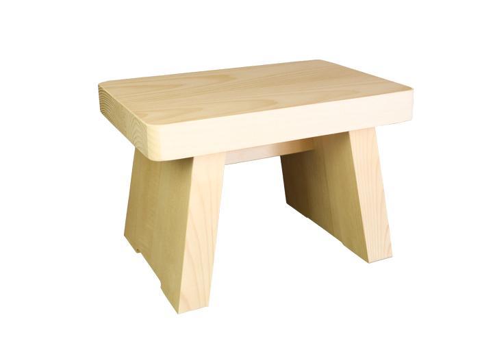 多くの旅館、ホテル、浴場等でご利用いただいている木製椅子です。材質は耐腐食性に優れ、木造船にも使われます。お子様にちょうど良いサイズです。