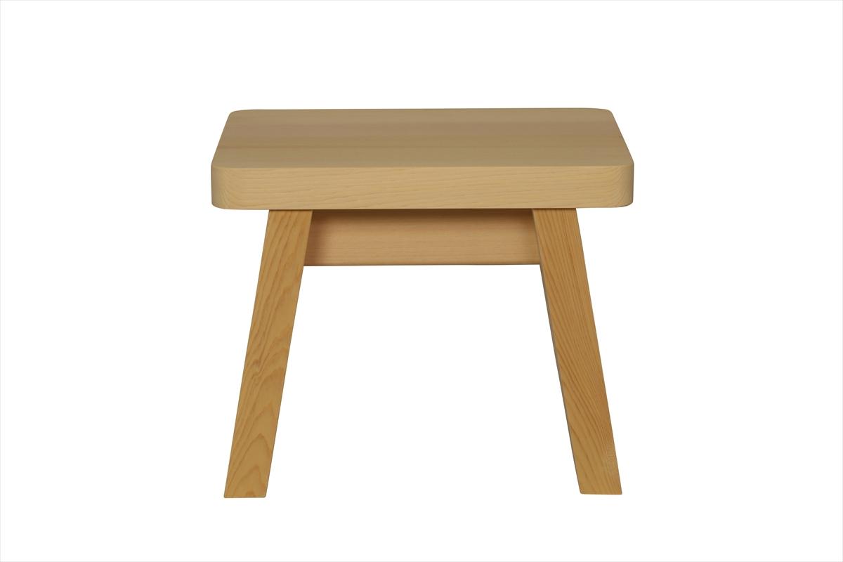 多くの旅館、ホテル、浴場等でご利用いただいている木製椅子です。材質は水に強く、高級感のある檜(ひのき)製。大人の方向けのサイズです。