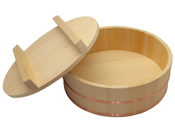 耐久性のある、椹(さわら)の寿司桶と蓋のセット(九寸サイズ)です。家族でお寿司を楽しむなら、このサイズ。2人~3人用です。