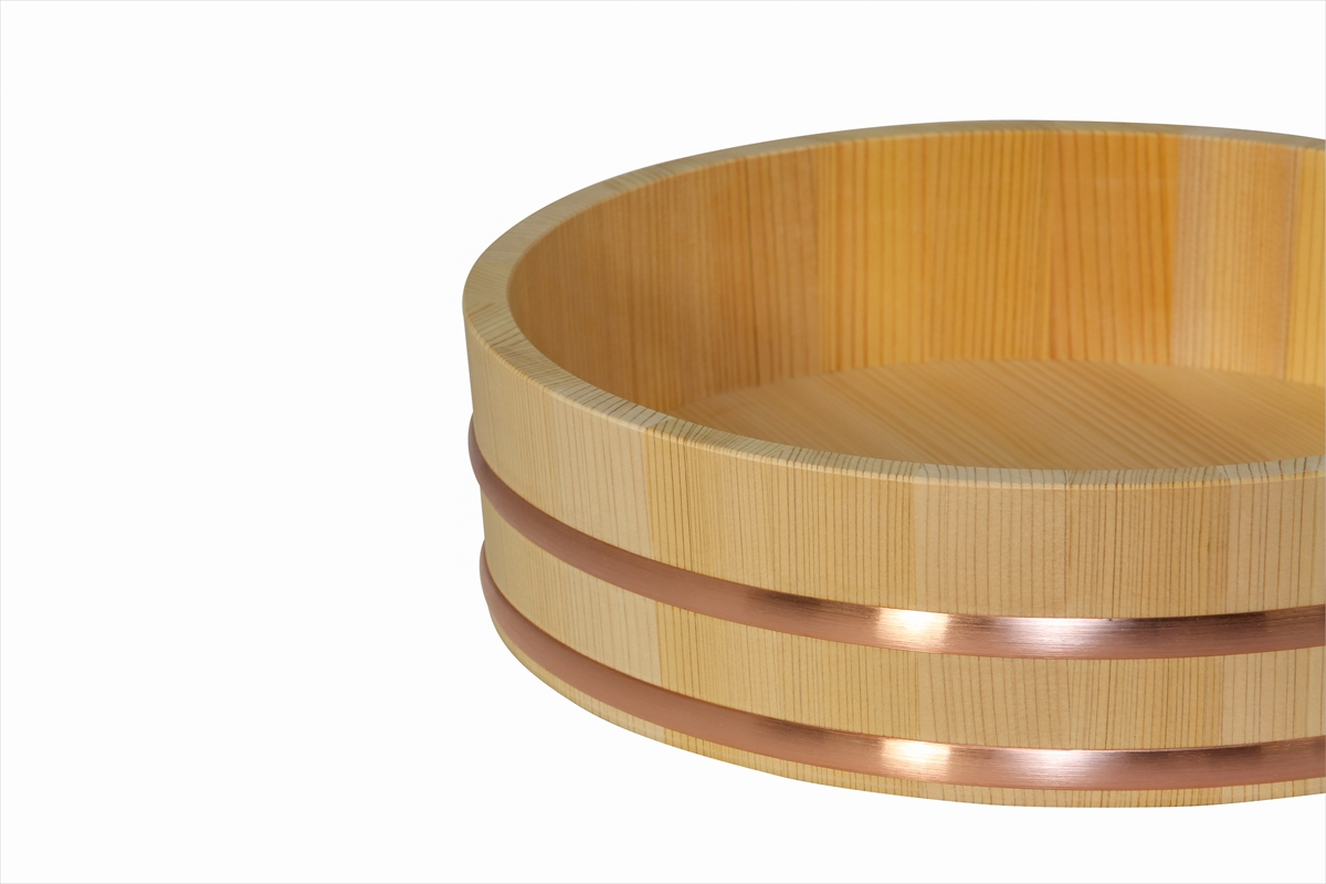 耐久性のある、椹(さわら)の寿司桶です。家族でお寿司を楽しむなら、このサイズ。6人~7人用です。