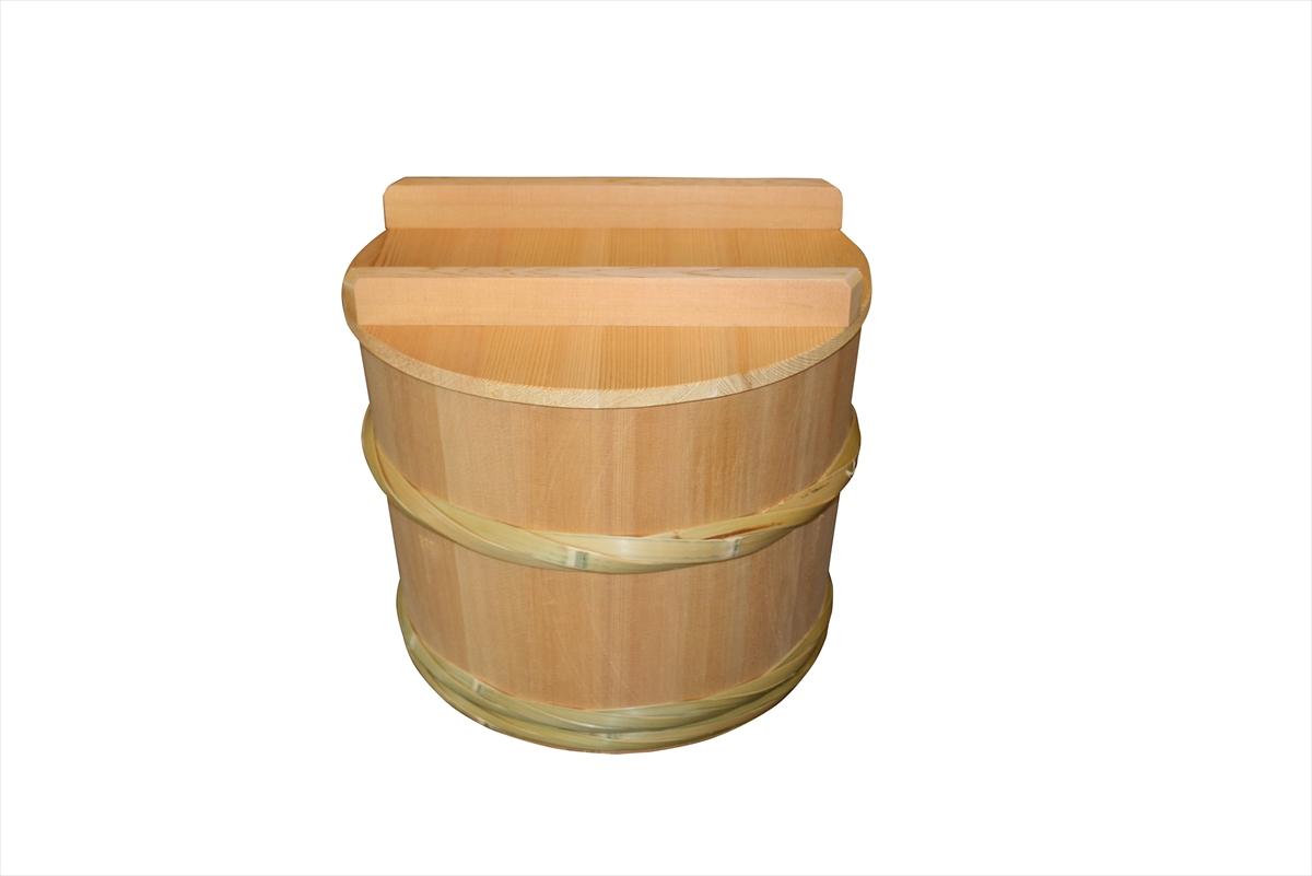 木が呼吸しているので、糠の熟成を助けます。木の厚みで熱や光を通し難くします。匂い移りも少なく美味しい漬物ができます。