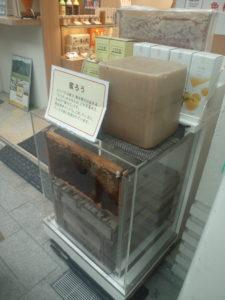 店頭にも養蜂箱